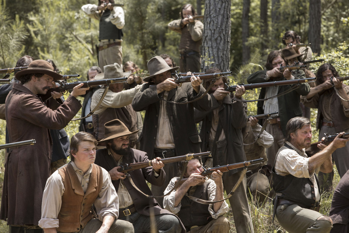 Newt (Matthew McConaughey) and his Knight Company ambushes Barbour (Bill Tangradi) along a country road.
